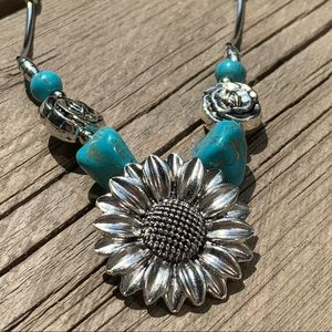 Jewelry - SilverTone Faux Turquoise SunFlower Necklace